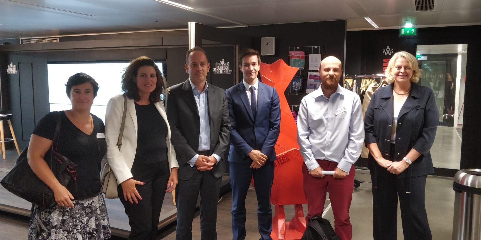 De gauche à droite : Nadia FILALI (Lab Blockchain CDC), Maître Arnaud GRÛNTHALER (Avocat d'ARK ECOSYSTEM), Pierre PERSON (Député de Paris, rapporteur de la commission crypto-monnaies), François-Xavier THOORENS ( Président et CTO d'ARK ECOSYTEM) et Anne MARÉCHAL (Directrice des affaires juridiques de l'AMF)